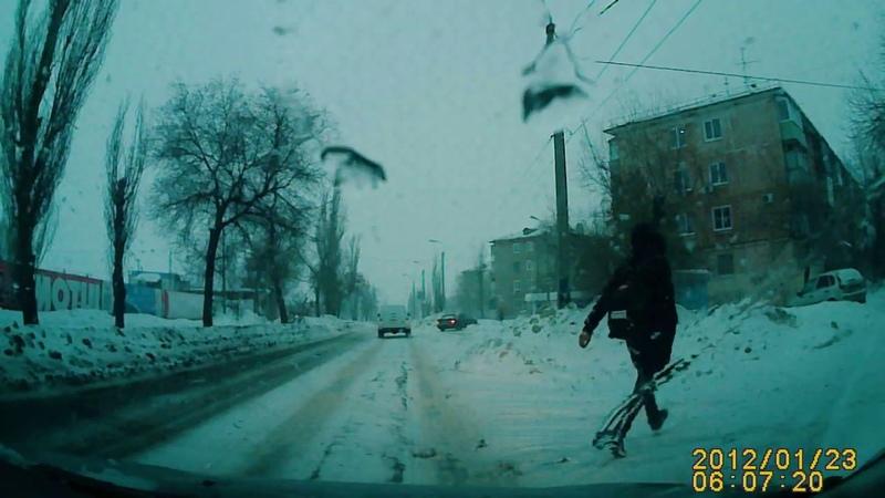 Пешеход бросился под машину г. Камышин