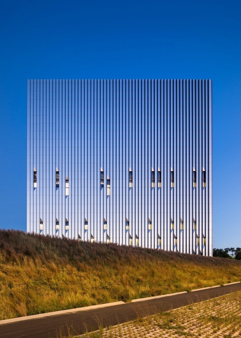 Metal cube by SOM houses emergency call centre for New York City