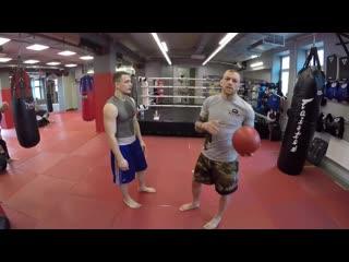 Отработка уклона, нырка в боксе с использованием медбола