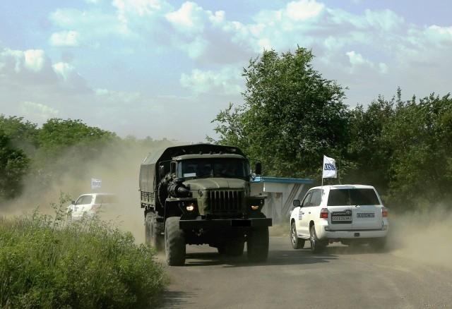В н.п. Маныч по ночам из России въезжают грузовики и идут люди