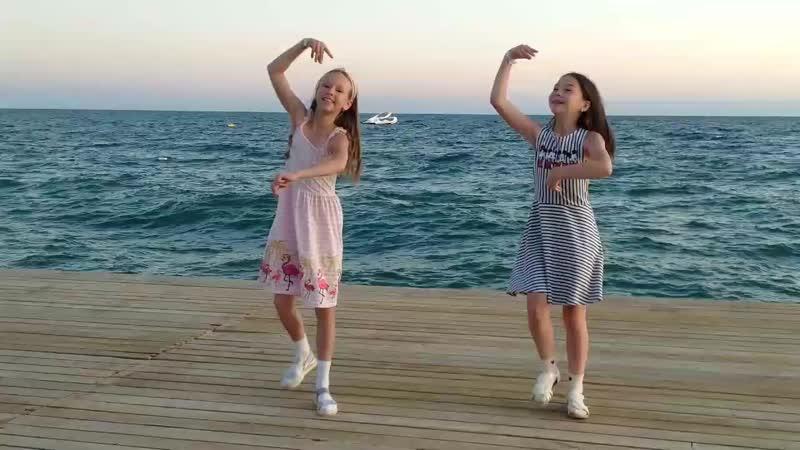 Башкирский танец, 22 сентября 2019,Турция. Танцуют Амина Марданова, Аиша Давлетшина.