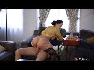 [momxxx] jennifer mendez horny housewife rides guitar tutor newporn2019