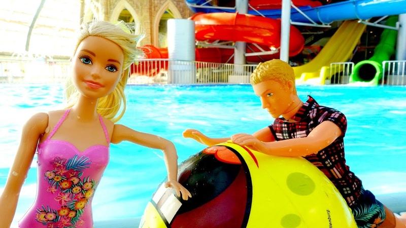 Ken enseña a nadar a Barbie Vídeos de muñecas y juguetes Vídeos para niñas
