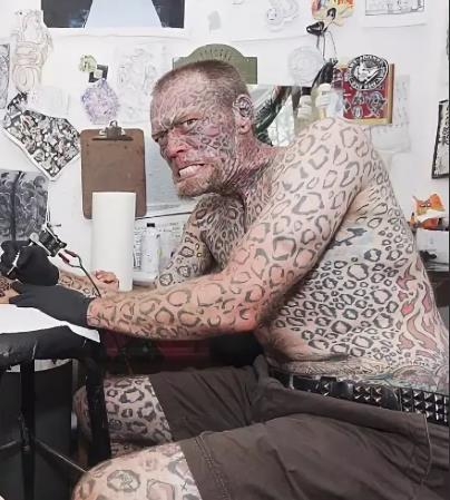 А это звезда американского тв, Larry Da Leopard.