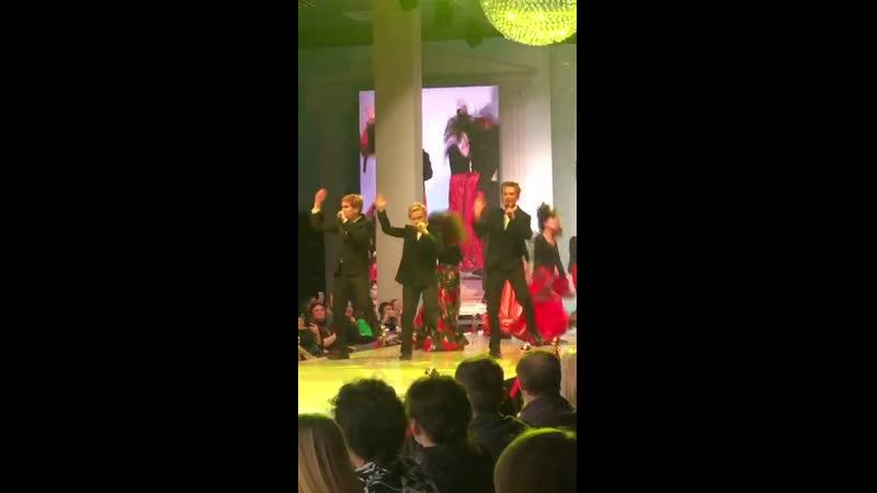 ДаниилСоколенко и группа Непоседы на Estet FashionWeek НеделяМодывМоскве2019