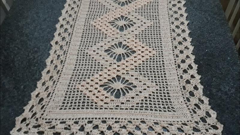 Caminho de mesa em crochê - ponto pipoca e aranha - parte 24