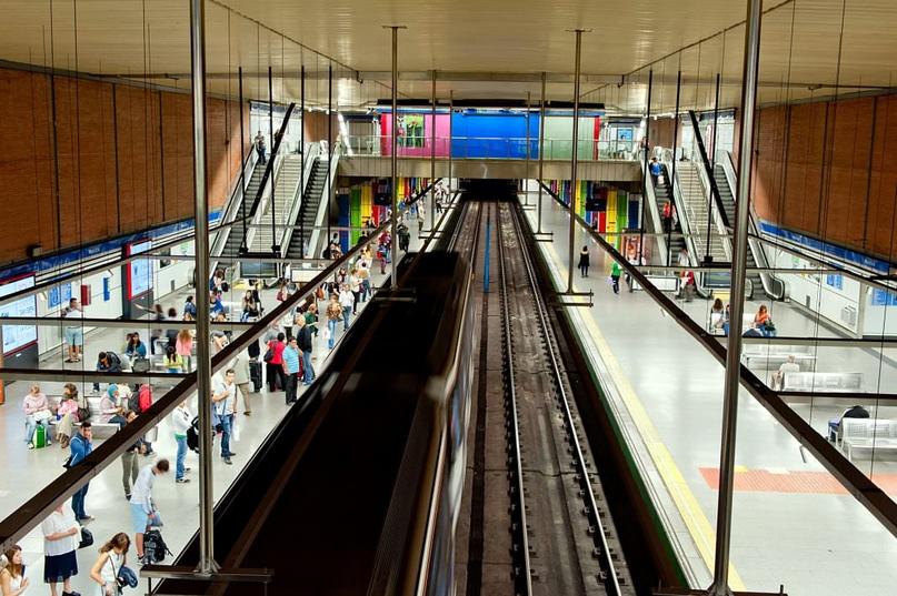 ТОП самых красивых метро, изображение №27