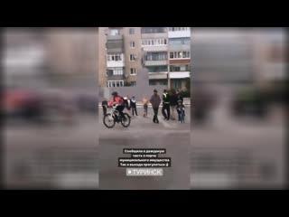 В Туринске на площади Октября вандал разломал новую скамейку.