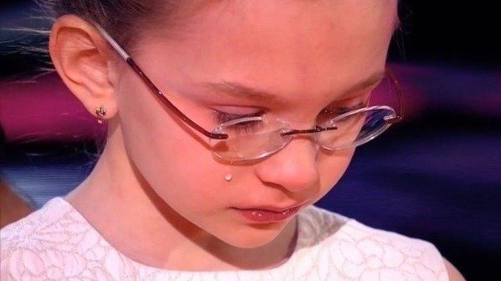 Elegance Modern Голос аж мурашки по коже ТРИ ДОРОГИ ТРИ ПУТИ Виктория Старикова 9 лет .У меня просто нет слов голос просто бесподобный красивая умная вот пример для подражания и восхищения!