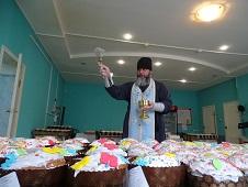 Куличи святят боринские хлебопёки