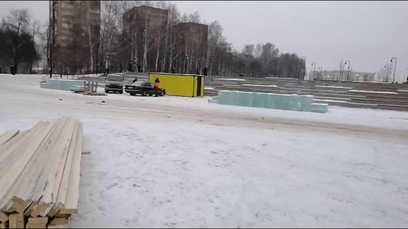 Строительство ледового городка на Центральной площади Ижевска