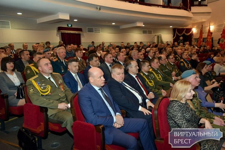 Торжественное собрание и концерт ко Дню защитников Отечества прошли в Бресте