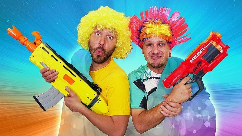 Video e giochi divertente. Una copertina magica. Clowns e mega nerf