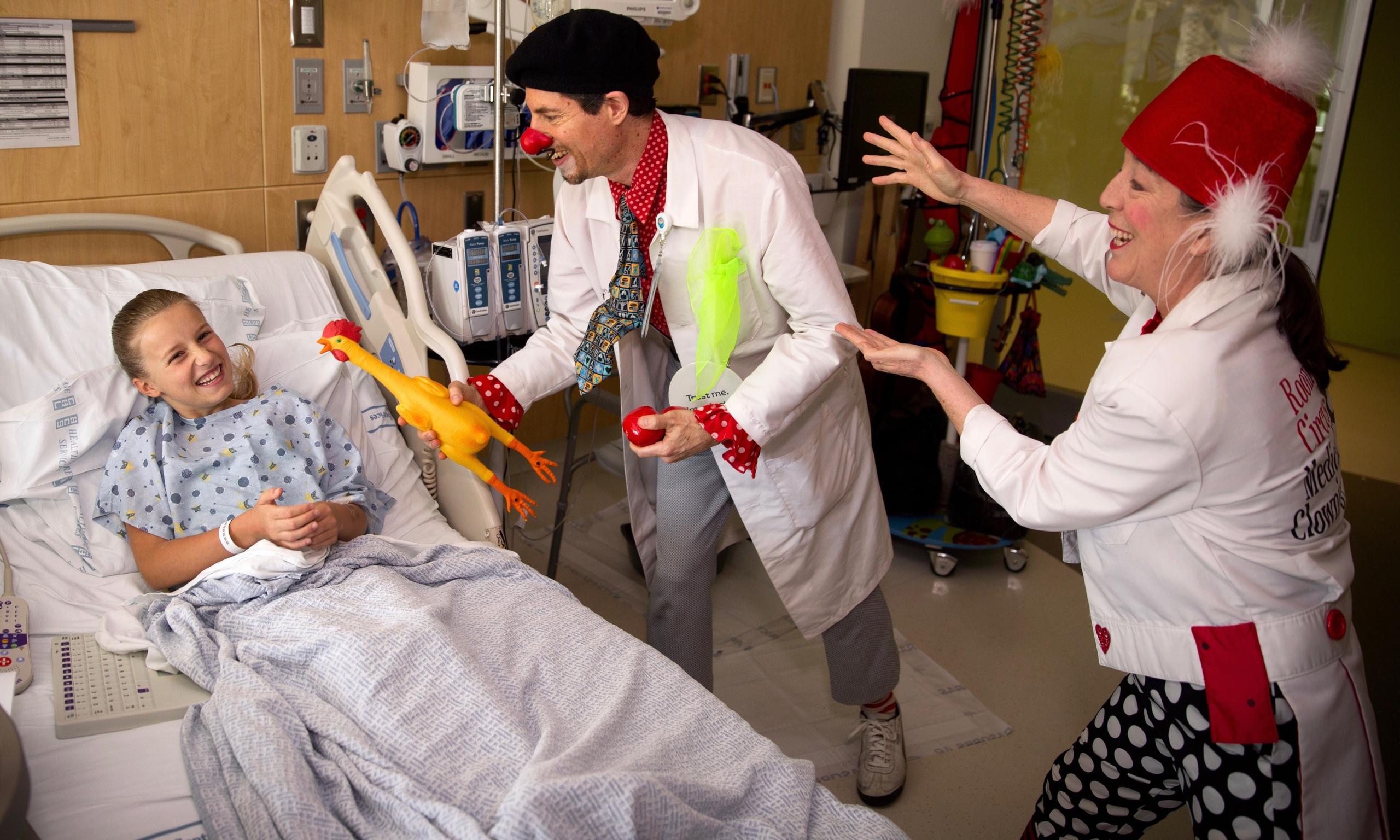 клоуны в больнице