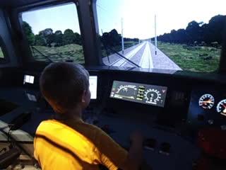 Тренировка управлением поезда вместе с машинистом.