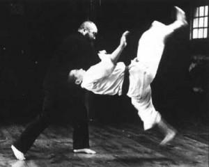 СЁРИНДЗИ КЭМПО. Философы с кулаками Япония славится всевозможными боевыми искусствами, и даже в России каждому известны айкидо, дзюдо и карате. Во время пребывания в Японии довелось столкнуться