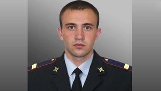 В Москве полицейский вытащил женщину из горящей квартиры через балкон на 4-м этаже.
