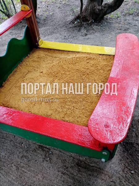 Коммунальщики привели в порядок детскую площадку в 1-м Люберецком проезде