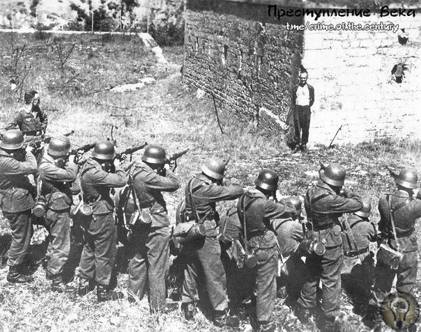 Это Джордж Блайнд, участник французского сопротивления. Чтобы заставить его сдать своих, немцы несколько раз изображали, что собираются его казнить, выставляя перед ним расстрельную команду.