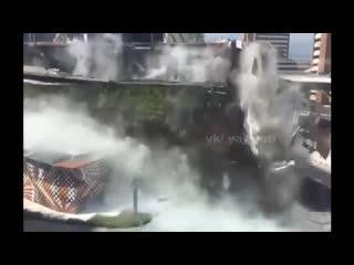 Обрушение секции торгового центра в Мехико.