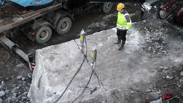 Гидравлический клин Darda для строительного демонтажа