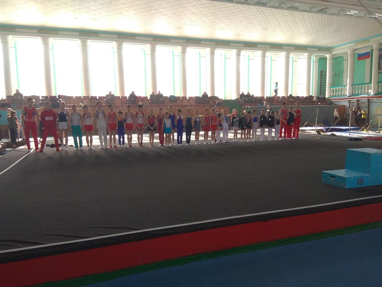 В Донецке прошли соревнования по спортивной гимнастике среди юношей и девушек