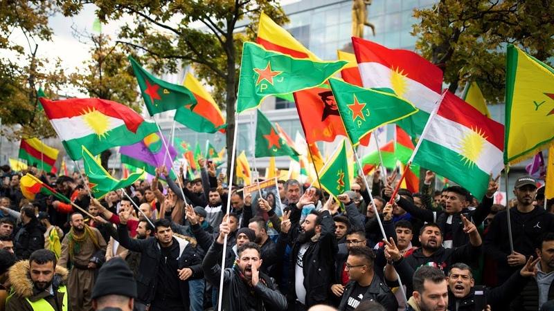 Mehrere tausend Menschen demonstrieren in Berlin gegen türkische Offensive in Nordsyrien