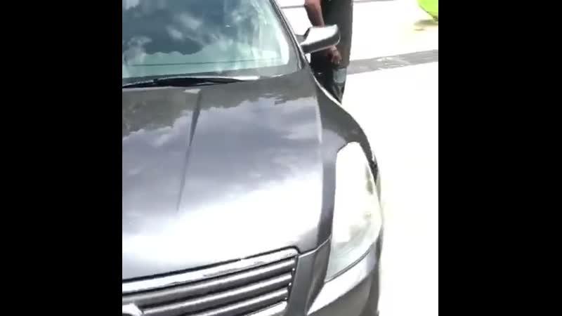 Offset дарит машину