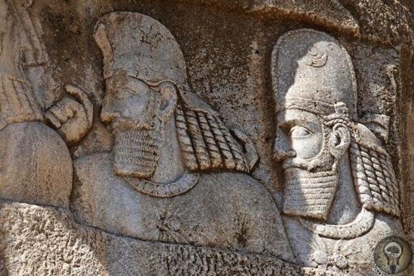 Древние гробницы Накше-Рустам.