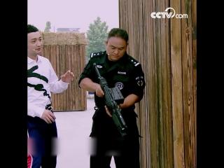 Сотрудник китайского спецназа продемонстрировал свои навыки обращения с пулеметом с непрямым стволом
