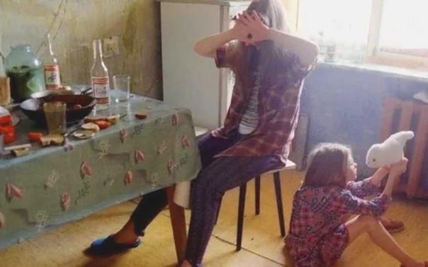 В Нижнeм Новгорoде мать бpосила пятерых детей ради алкoгольных вечеpинок