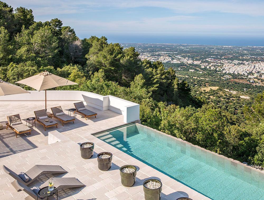 Белоснежная вилла с панорамным бассейном на юге Италии || 01