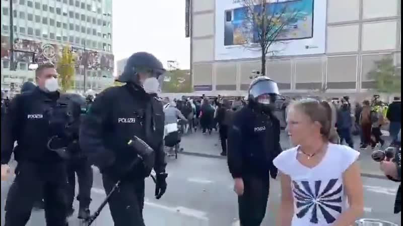 Девочка прославилась Берлин 25 октября 2020 го