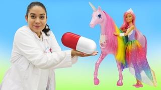 Spielspaß mit Doktor Aua. Barbie bringt ihr Einhorn in die Klinik. Spielzeug Video für Kinder