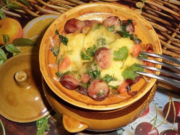Курица с картошкой в горшочке с помидором