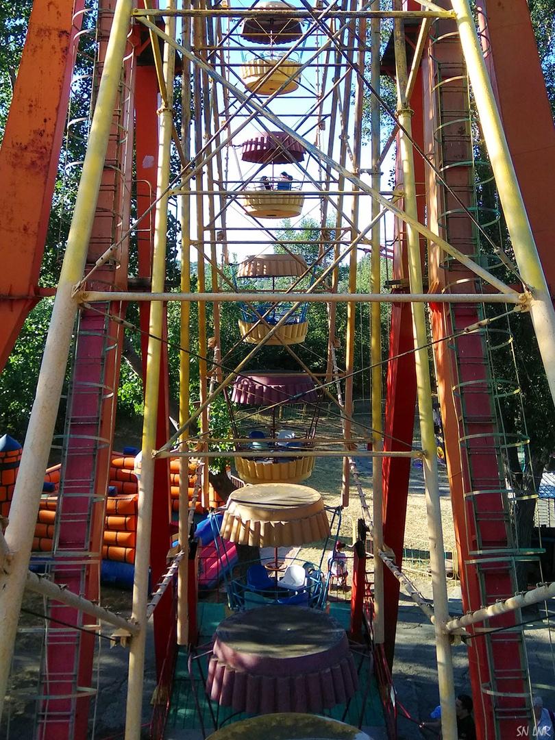 Парк 1 мая в Луганске Часть 1 На каруселях