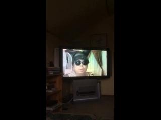 Нога бомжа в телевизоре