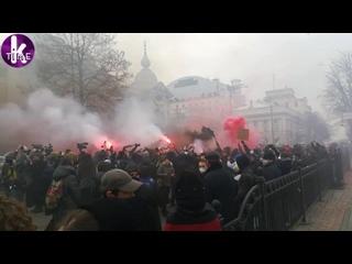 Генпрокуратуру забросали фаерами_ марш защитников Стерненко