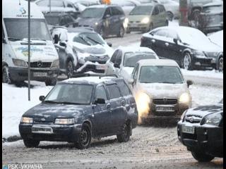 На дорогах Украины из-за гололеда объявили первый уровень опасности.
