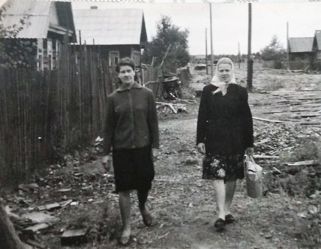 Фото 1970-ых годов, ул.Спортивная п.Коноша. В правой