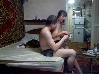 Простой русский мужик снял проститутку и заснял с ней секс. Вписал шлюху шкуру. Частное домашнее любительское русское порно