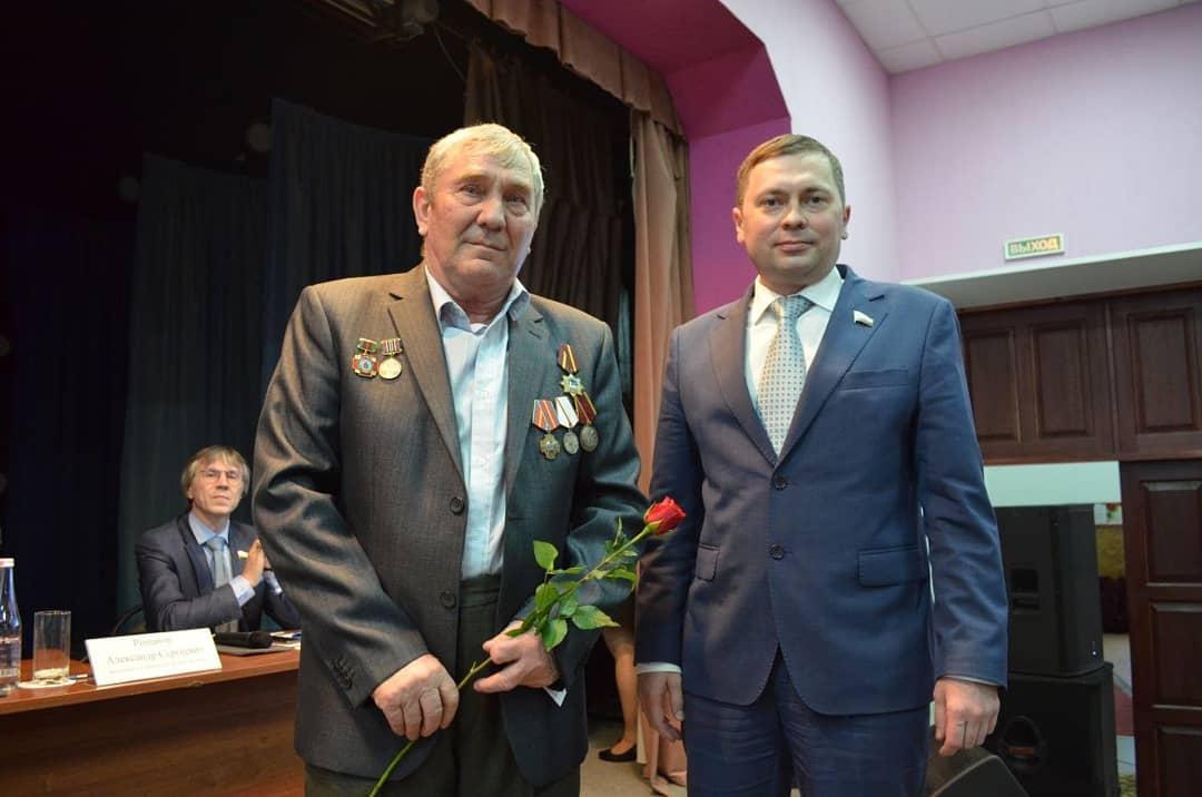 На заседании актива Петровского района вручили памятные медали ликвидаторам последствий аварии на Чернобыльской АЭС