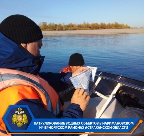 Осенью рыбакам и охотникам надо быть осмотрительнее на водных объектах. Из-за усиления ветра и понижения