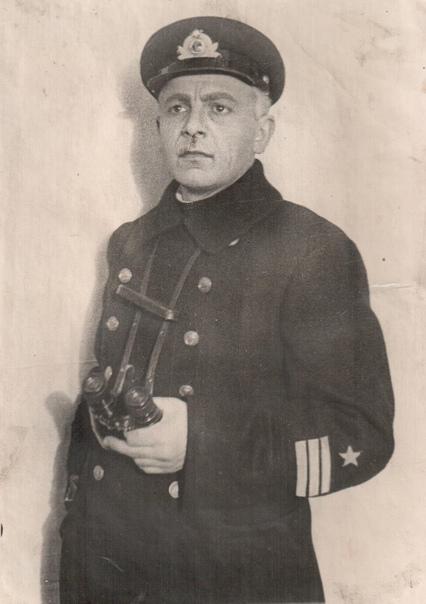Артист Михаил Исаев в роли Крайнева, спектакль «Море наше», 1939 г.