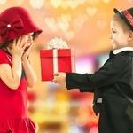 Что подарить девочке на День святого Валентина? Подарки одноклассницам и подружкам