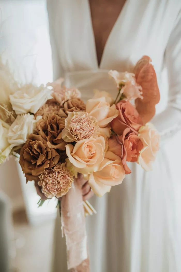 of1ZXecbg7Y - Свадебные букеты с гвоздиками - фото