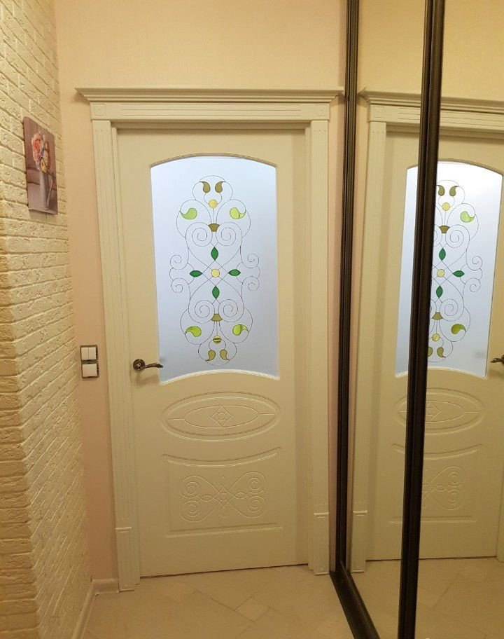 Интерьер квартиры-студии 24,6 м (почти 28 м с лоджией) в Кудрово, Ленинградская область.