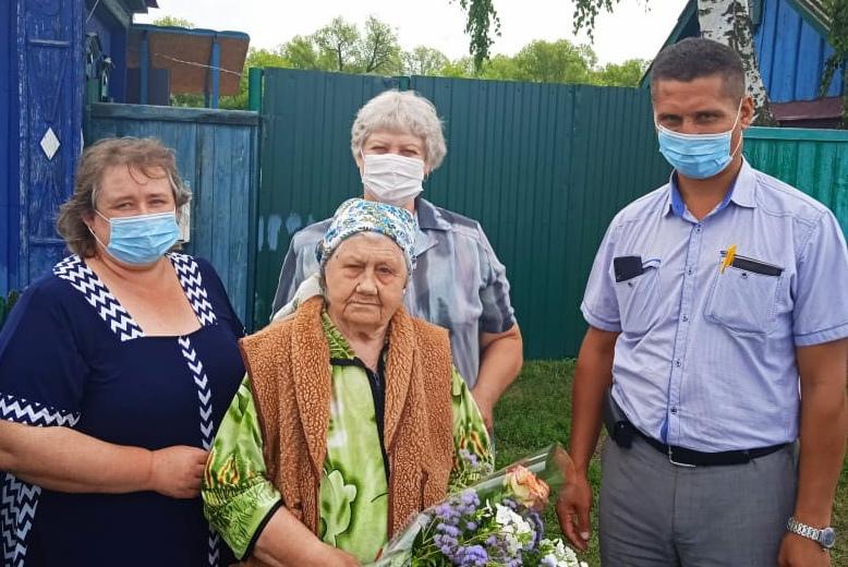 Сегодня поздравления с 95-летием принимает Александра Васильевна ИГОШИНА - труженица тыла из села Берёзовка Петровского района