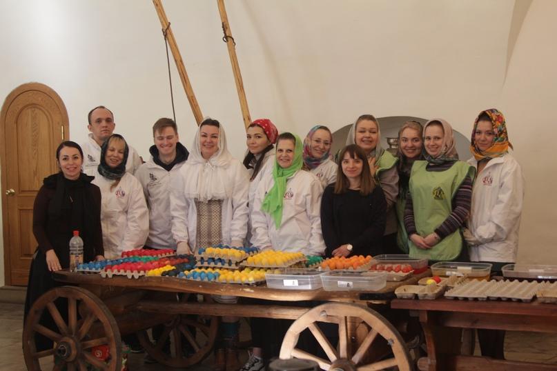 Волонтеры кинокомпании «Союз Маринс Групп» вместе с православными добровольцами подготовились к светлому празднику Пасхи, изображение №2