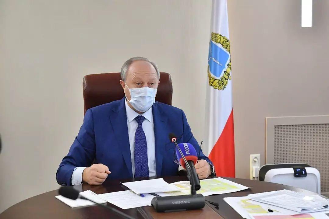 Валерий Радаев поставил задачу в короткие сроки в полном объёме начать отопсезон. Об этом он заявил на совещании с главами районов
